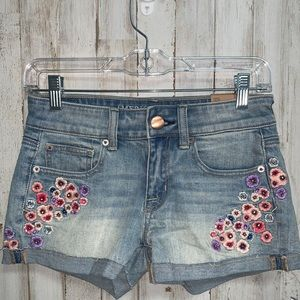 AMERICAN EAGLE embroidered floral shortie shorts